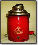 PROTOSのロゴマークが入った掃除機(PROTOSのロゴの入った商品は、実用的なうえ、頑丈で壊れない、故障しないと認識されていました。)